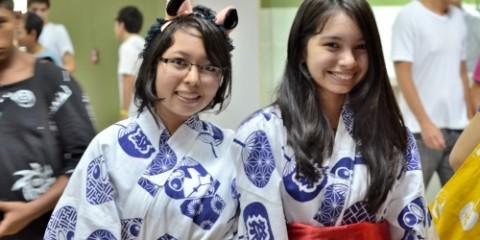 estudiantes usan kimono